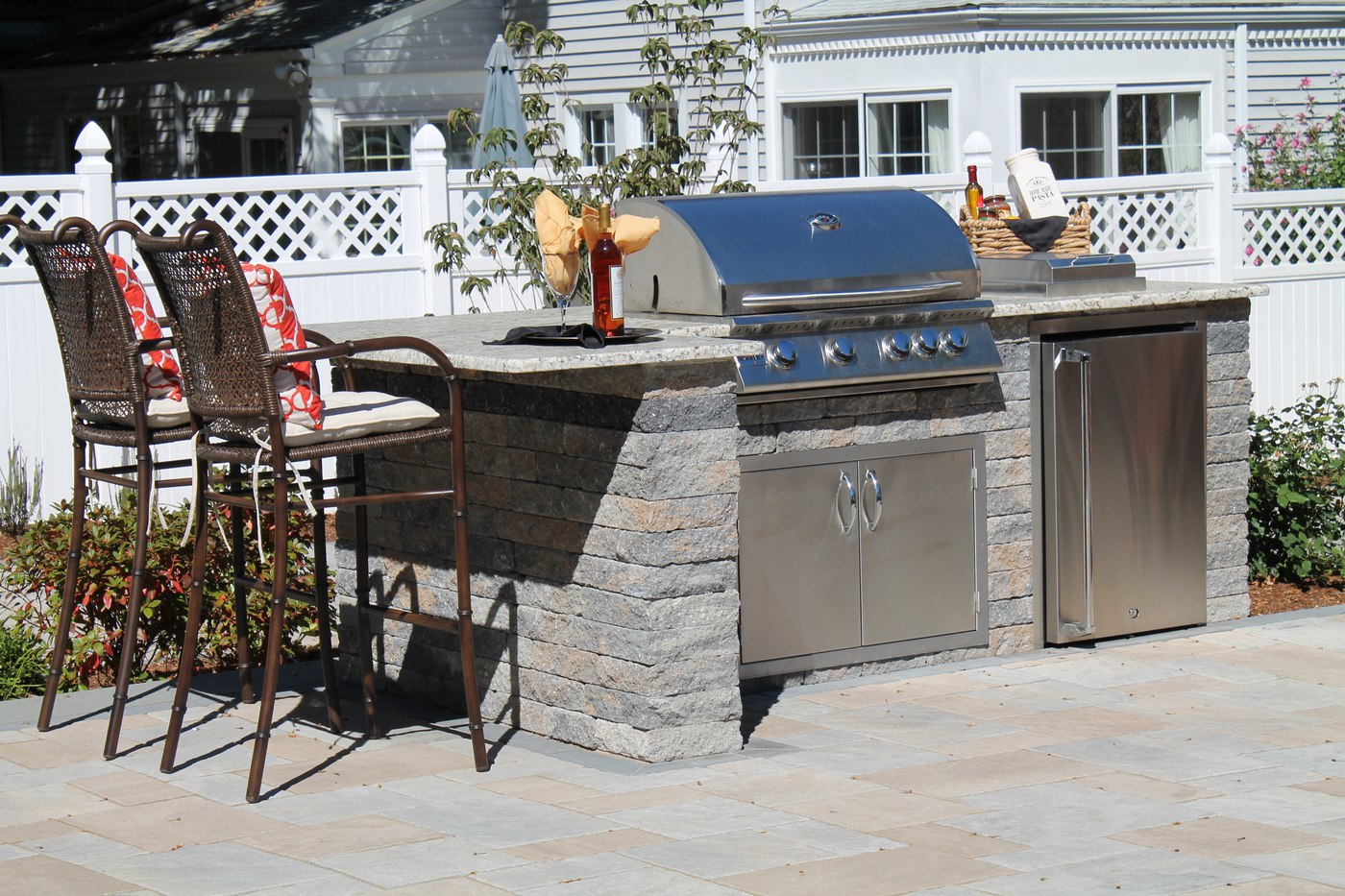 Outdoor Kitchen and Outdoor Bar with Built In Summerset 32