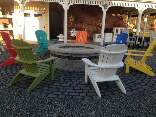 A gas fire pit and patio in Ellington, CT built by Bahler Brothers using Unilock product