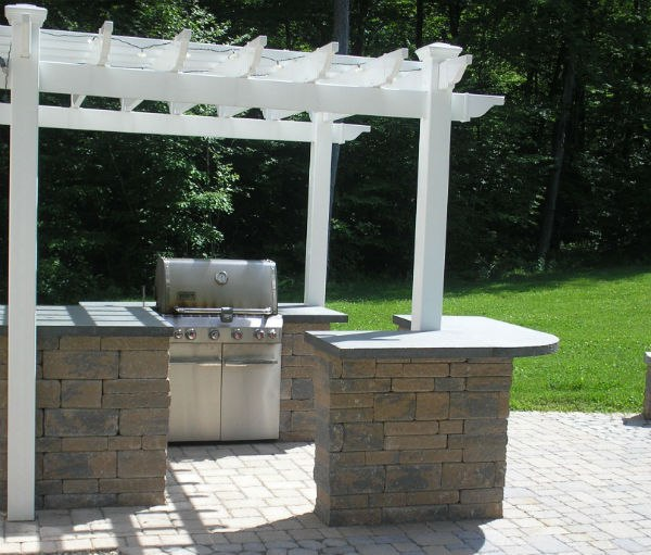 Outdoor Kitchen and Bar with Built-in Grill