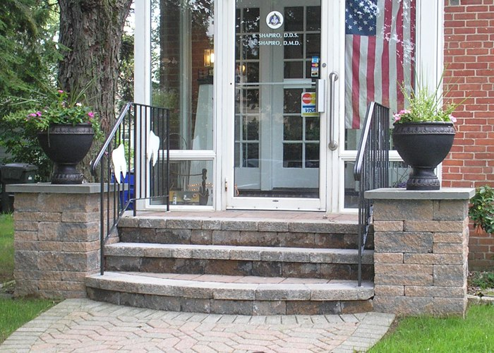 Steps as an entry way into a business with pillars to welcome customers in.