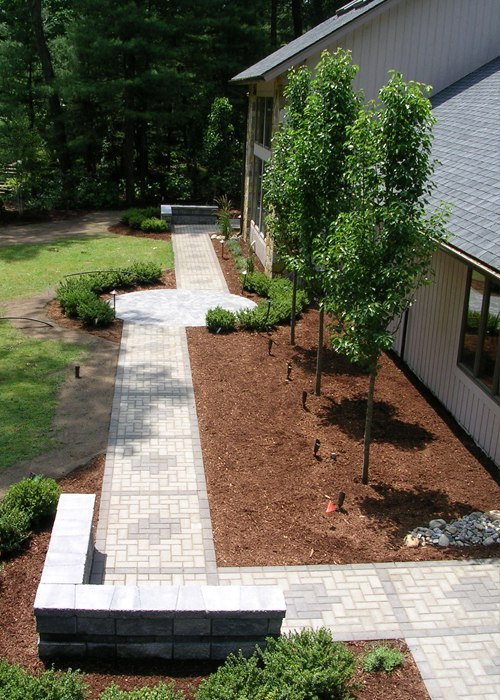 A Contemporary front paver walkway and landscaping by Bahler Brothers in CT