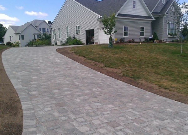 permeable paver driveway in Bloomfield, CT installed by Bahler Brothers