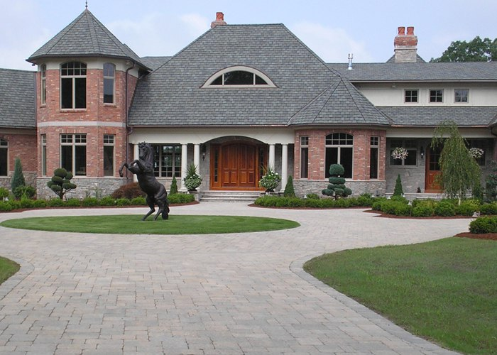 Formal entry drive to this manor house in Ellington, CT. installed by Bahler Brothers.