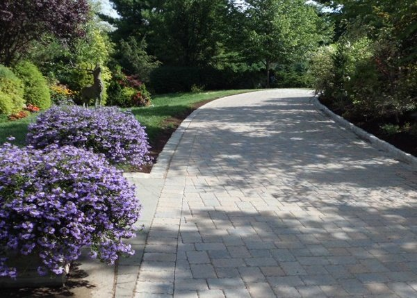 paver driveway and front entry in Simsbury, CT installed by Bahler Brothers.