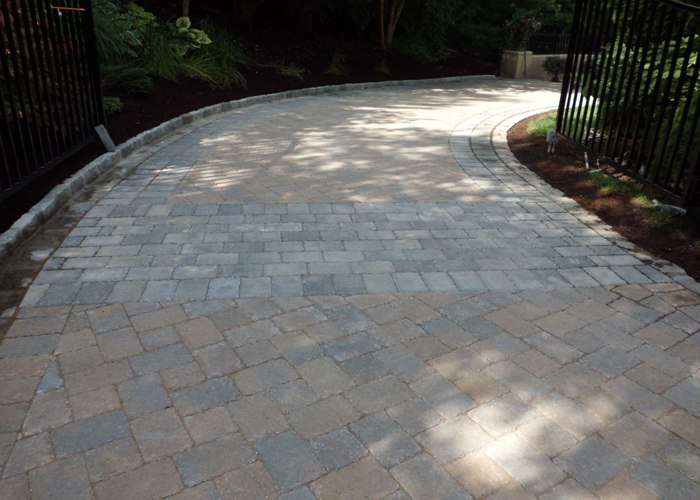 Paver driveway in Simsbury, CT.