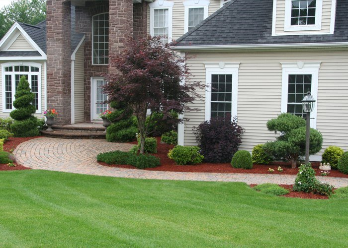 Formal front walkway installed by Bahler Brothers in South Windsor, CT