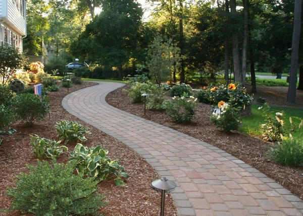 Front walkway in Granby, CT. Installed by Bahler Brothers.