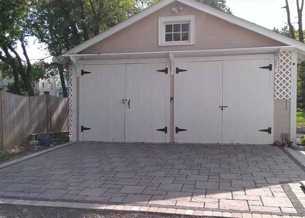 Permeable paver driveway in West Hartford, CT. Installed by Bahler Brothers