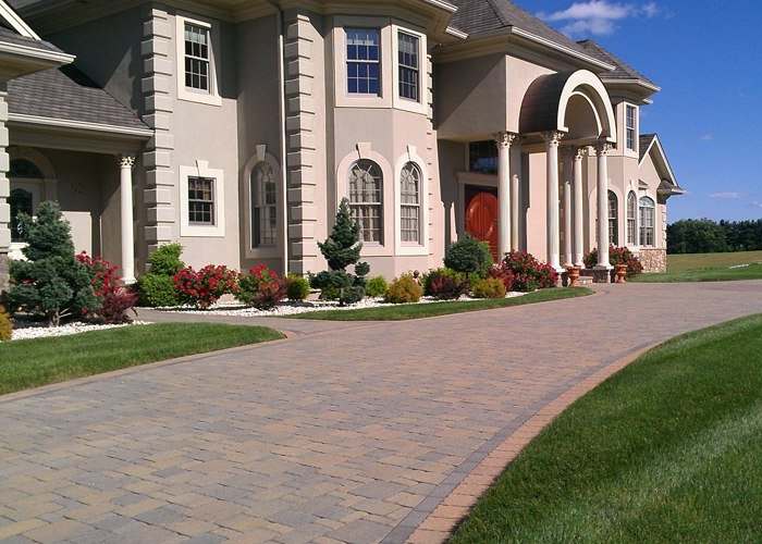 paver driveway in Somers, CT installed by Bahler Brothers