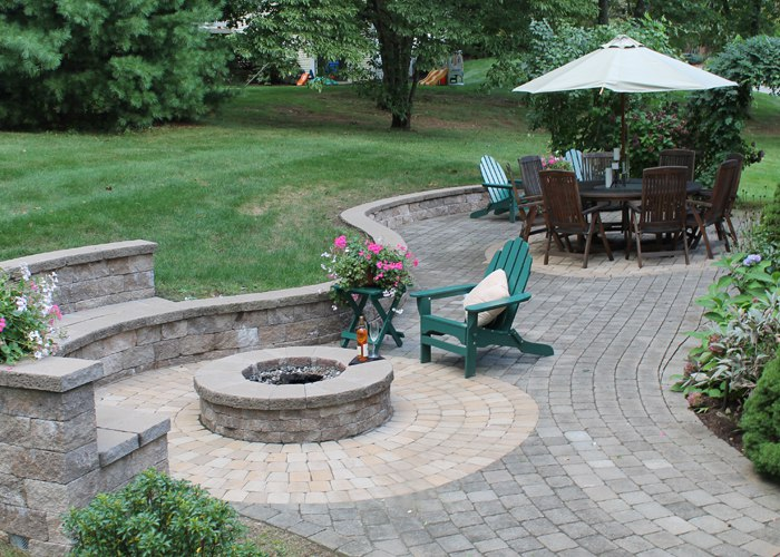 patio with fire pit, serpentine sitting wall and bench by bahler brothers in South Windsor, CT