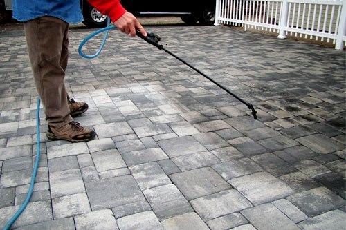 spray-on-concrete-sealant-lg.jpg