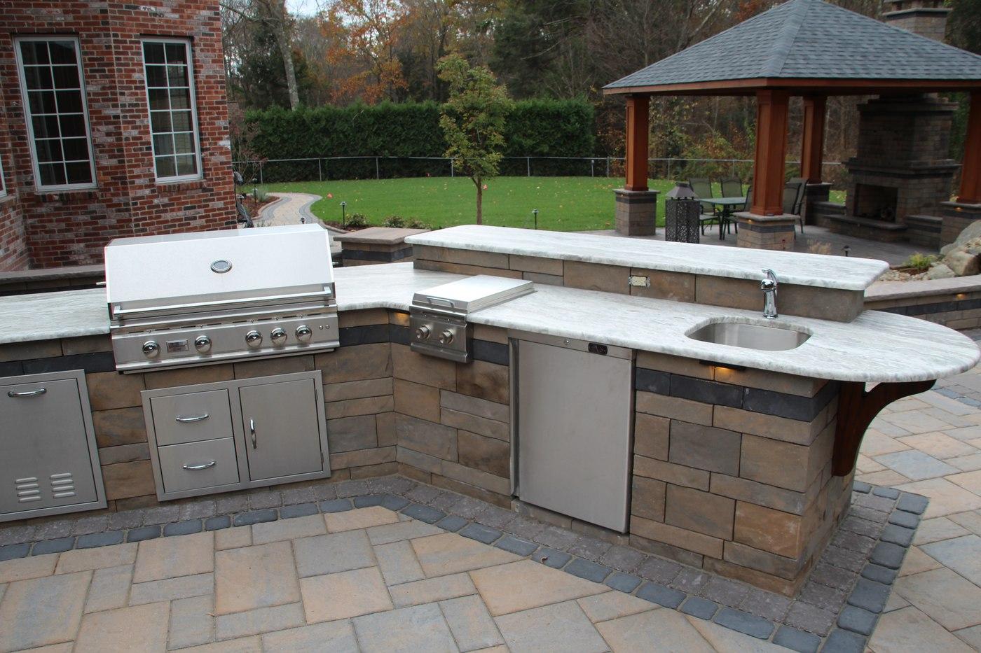 Outdoor_Kitchen_with_Raised_Bar.jpg