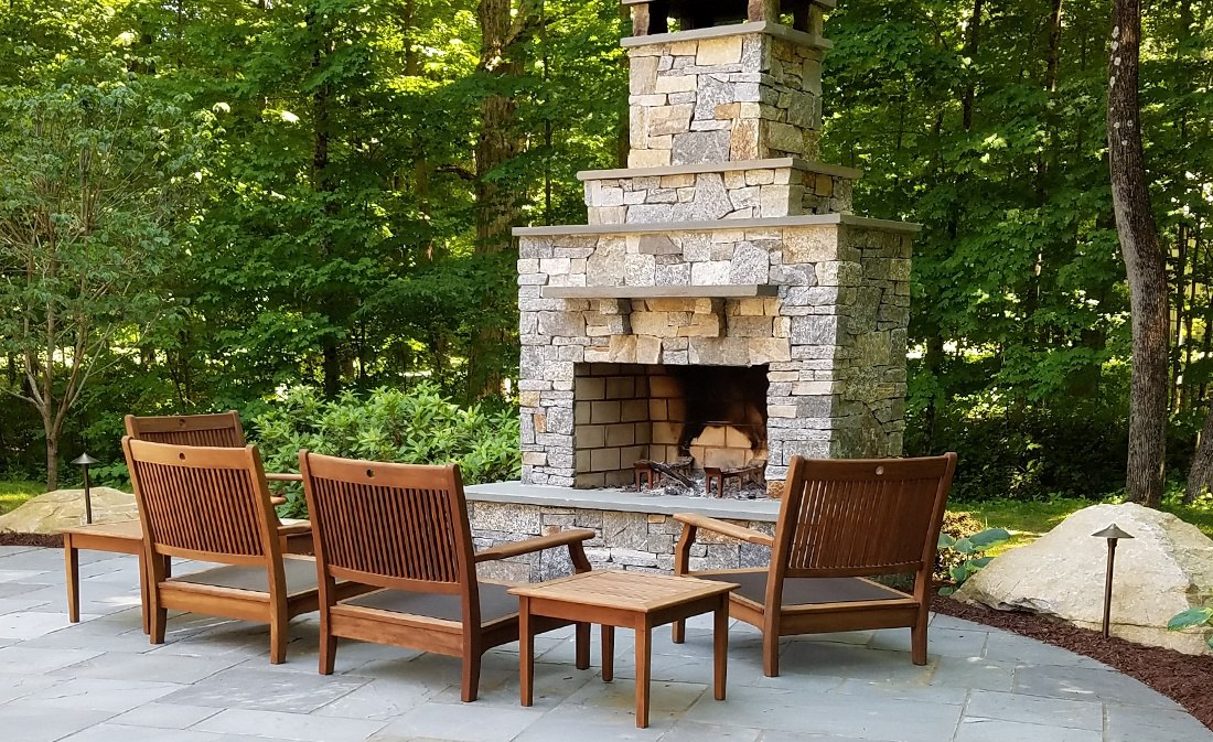 Outdoor Fireplace vs. Fire Pit: Find Your Ideal Solution